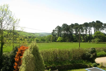 7 Holne cross. Gate way to dartmoor - Bed & Breakfast