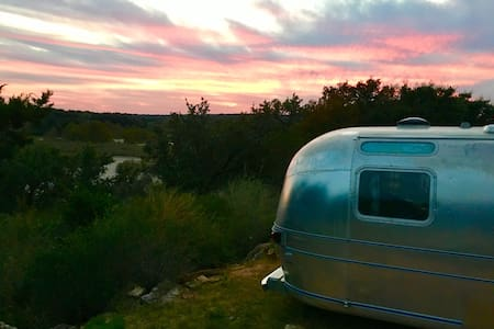 Llano River - Vintage Airstream - 梅森