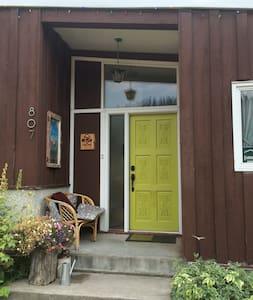 Rockaboo Guest House - Jasper - Casa