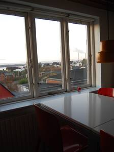Værelse med havudsigt og spiseplads - Huis