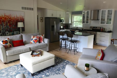 Modern Lakeside Home - House