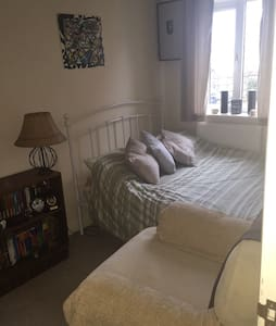 Small double room in Mews house - Casa
