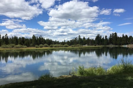 Riverfront on Deschutes River/Winter Sports Escape - Sunriver - Wohnung