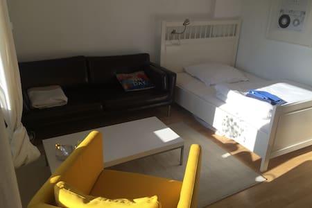 Zentrales Zimmer in grüner Umgebung - Wohnung