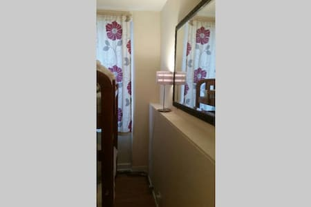 Small bunk bed room Zone 1 nr tube - London - Apartment