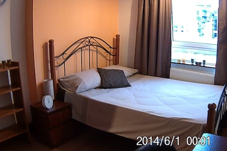 Double room in a 3 bedroom flat - London - Lejlighed