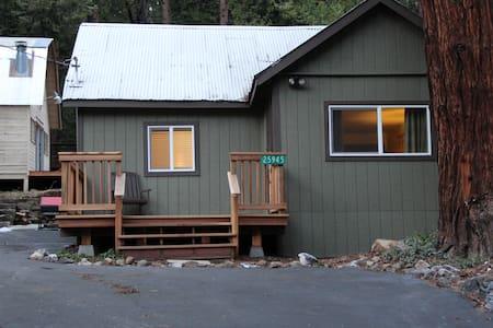 Cozy Little Cabin in the Sierras - Kabin