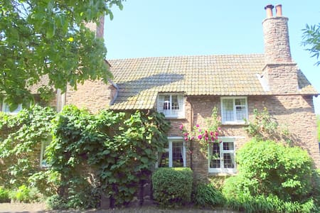 Tudor Cottage B & B - (S) - Bed & Breakfast