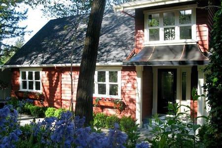Quaint Farmhouse on Acreage - Duncan