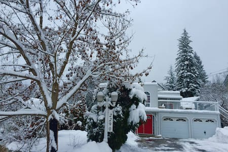 Ski and Snowboard in Rossland, BC! - Rossland - Hus