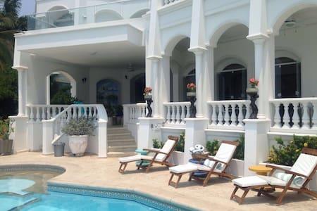 Mi Sueño Beachfront House - Ház