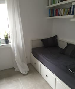 Cosy room easy connected to airport/fairground - Ratingen - Huis