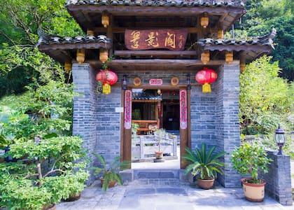 Scenic Mountain Retreat balcony Tatami king room - Guilin