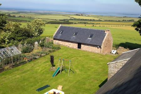 Church Cottage, Sea views, Log fire - Rumah