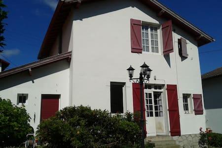 Belle chambre maison Bayonne, proche centre ville - Adosado