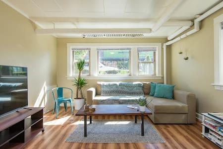 Comfy & Trendy 1BR on Hawthorne! - Portland