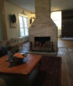 Lovely farmhouse 15 min from Baylor - House