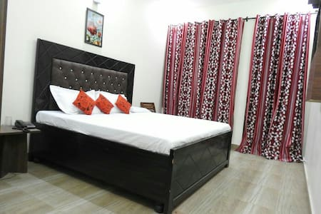 Fully furnished Rooms with WiFi BNB - Bed & Breakfast
