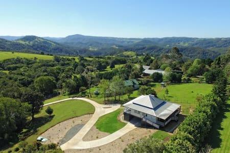 'Watson House' Luxury Modern Country Accommodation - Haus