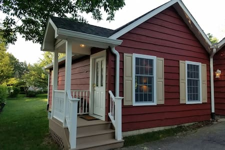 Cottage In-Law Suite - West Lafayette - Guesthouse
