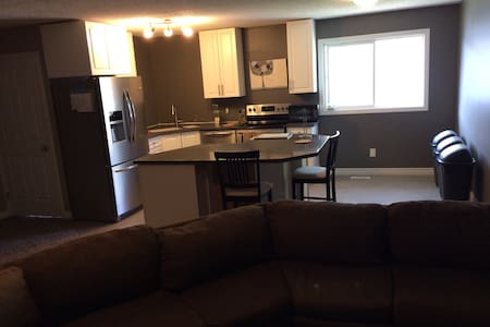 Large 3 bedroom bungalow - Calgary - House