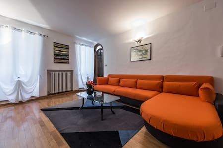 Bernini's place - Town Centre Apartment for 4 - Hus