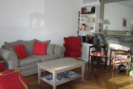 Appartement cœur du village- Terrasses- P privé - Apartment
