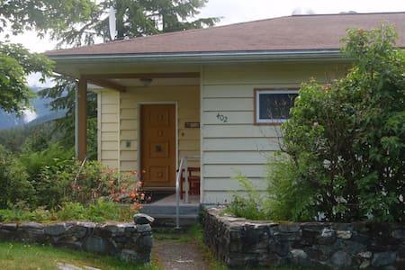 402  HEMLOCK - House