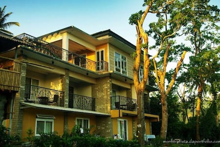 6-8 pax Bataan Forest Resort Rm.12 - Orani - Bed & Breakfast