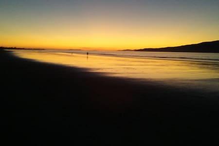 Beach time out plus home comfort - Waikanae