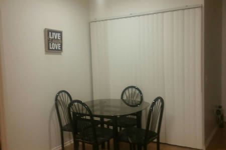 New cozy apartment with great amenities - Lake Forest - Departamento