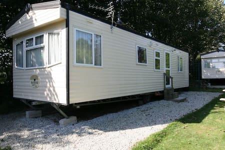 Delightful 2 bedroom static caravan - Otterham - Altres