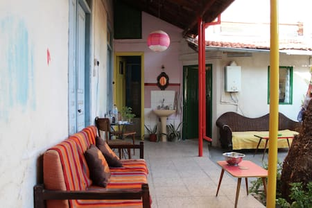 Comfy room with nice garden in the city center - Limassol