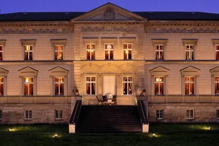 Schloss Tressow - Bobitz - Zamek