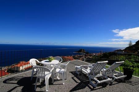 Casa das Escaleiras,  Gorgeous sea view, WiFi - Haus