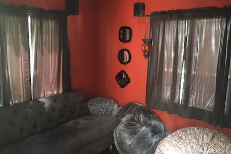 Beautiful 5BR Culver City Home-Pets OK w/Maid Svc! - Culver City - House