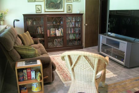 Casual, 2 Bedroom Apartment, Woodlands - Concord - House