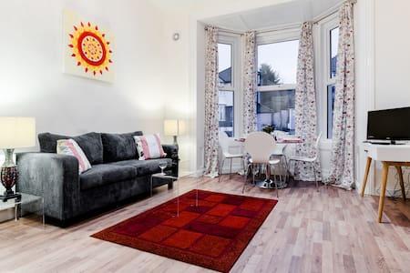Zone 2 Apartments - 2 bed, sleeps 4 - London