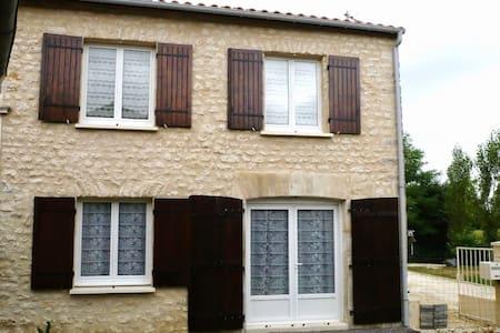 Maison indépendante, idéale pour curistes - Clion - Apartment