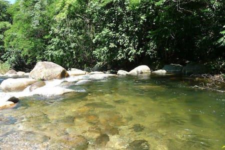 Casinha na beira do rio. - Cachoeiras de Macacu - Blockhütte