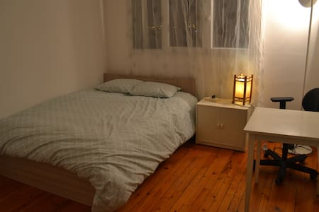 Cosy bedroom near Paris (view of the Eiffel tower) - Arcueil