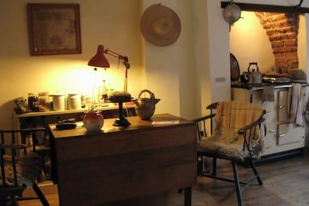 Share artists' home in artist quarter - Casa