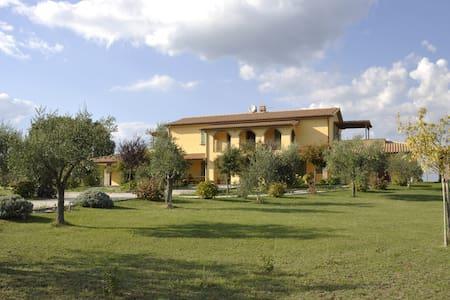 Villa di campagna con piscina - Lejlighed