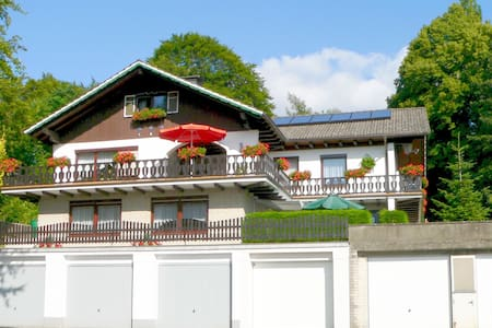 4-Sterne-Ferienwohnung 1 mit Garage - Apartamento