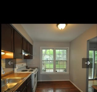 Entire 4 BD Townhouse Almost New!! - Montgomery Village - Stadswoning