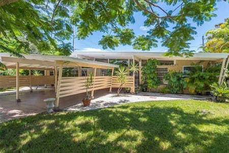 Mid-Century Home Near Siesta/St Armands/Downtown - Ξενώνας