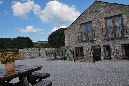 FIELDSIDE COTTAGE, Arnside, South Lakes - Arnside