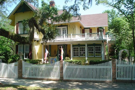 Avera-Clarke House B&B - Penzion (B&B)