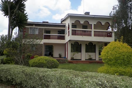 Petals and Lace Guesthouse - Nairobi - Bed & Breakfast