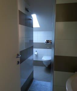 Monolocale (2p.) in attico mansardato. Mare a 50mt - Wohnung
